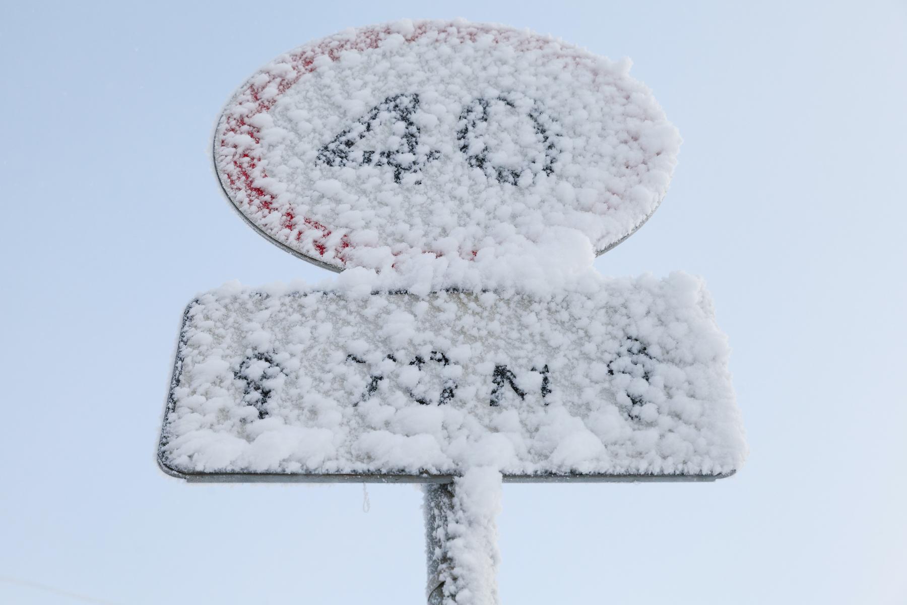 Sind verschneite Verkehrsschilder trotzdem gültig?
